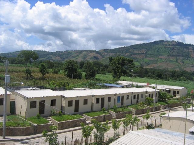 Earthquake resistant houses  San Cayetano El Salvador (2) (640x480)